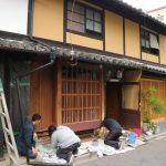 近所の町家を修繕するー7 ベンガラ塗り 5月17日