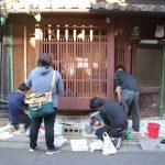近所の町家を修繕するー8 ベンガラ塗り 5月24日