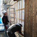 平成の京町家解体作業 焼板、塀の瓦を撤去 8月30日