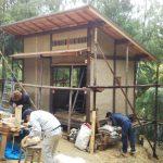 竹林小屋−15 床下の束を入れる 1月23日