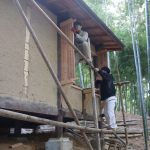 竹林小屋建設−17 天井板張り+出窓 2月17日