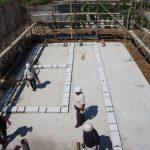 宇治茶園小屋建設−14 材の搬出と建て方初日 9月19日
