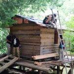 京北ツリーハウス木匠塾−2 北山丸太運び+瓦葺き始め 8月24日