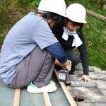 京北ツリーハウス木匠塾−3 瓦葺き 8月25日